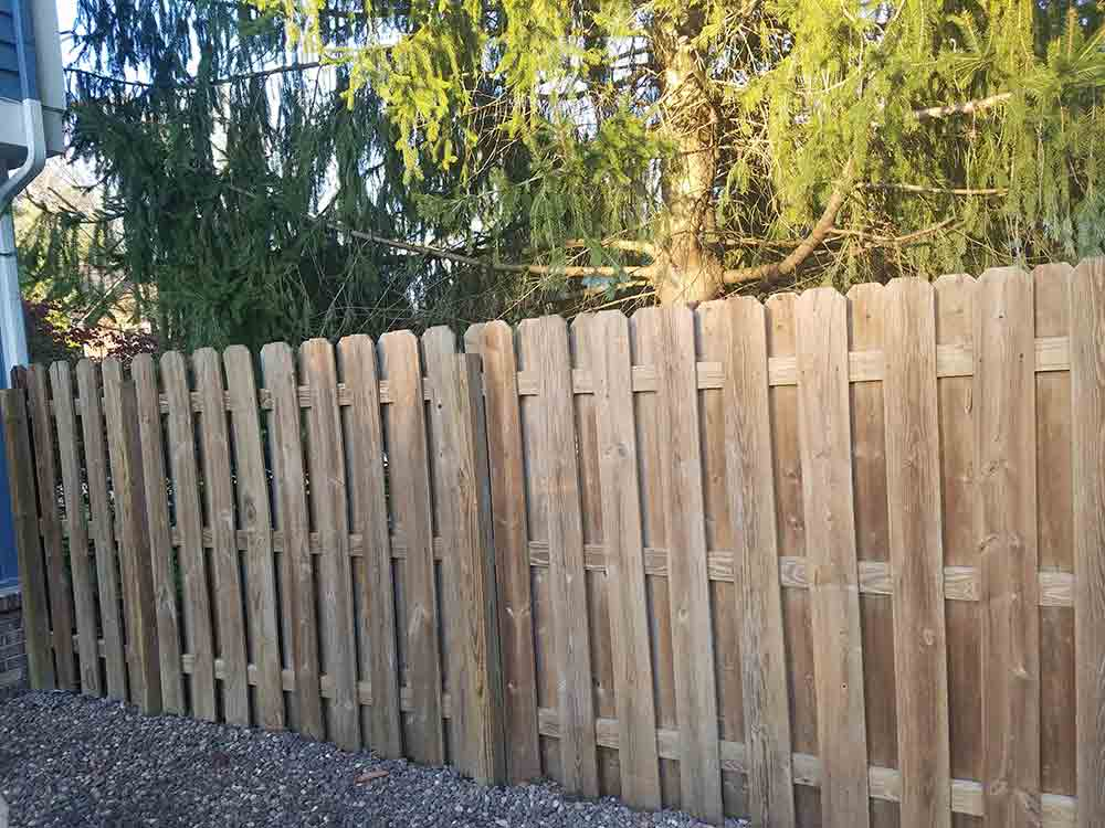 Sealing-a-wood-fence