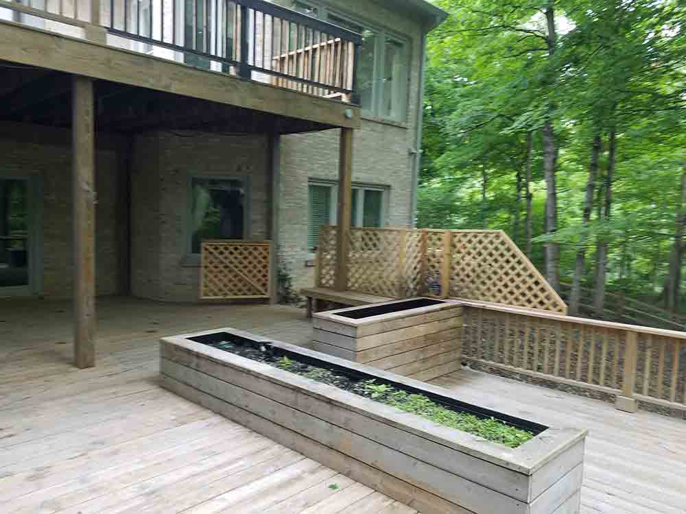 Wood-deck-with-sealer